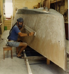 Klaus sanded the hull with the long boards previously procured and used an air supplied breathing apparatus during this process.