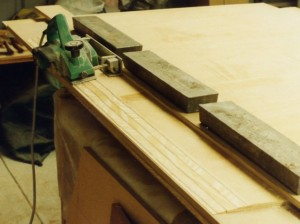 Using a planer angle attachment and straight edge to prepare plywood scarp joints<br />